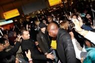 SHINee's fans crowd London's HeathrowAirport